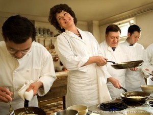 julie-julia-production-still-meryl-streep-4552552-400-300